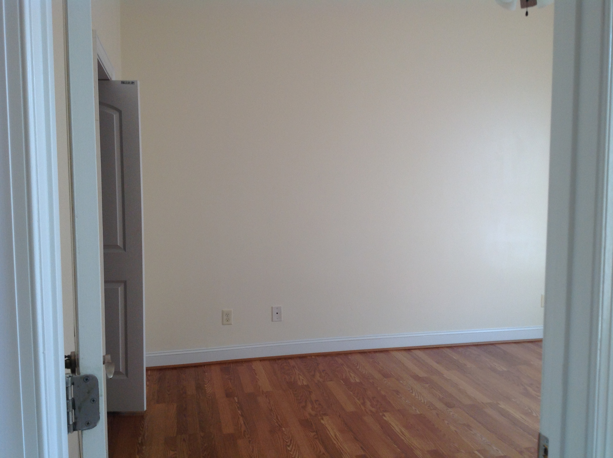 Like New Townhouse With First Floor Master Br Laminate Flooring Bath Has Tall Vanities Double Sinks Living Room Features Gas Log Fp